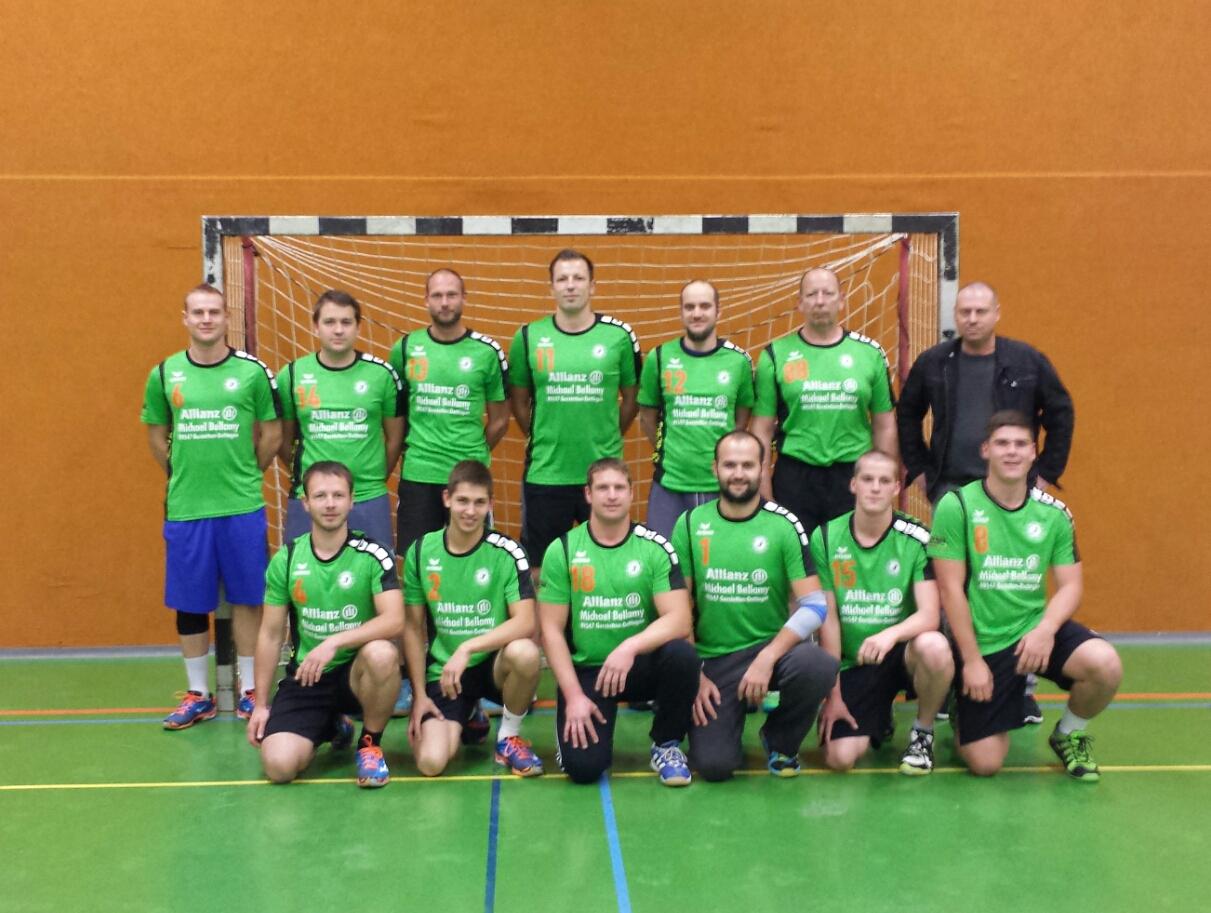 Die Männer des TSV Dettingen bedanken sich bei Allianz Versicherung Micheal Bellamy, für die Aufwärmshirts der kommenden Saison!!